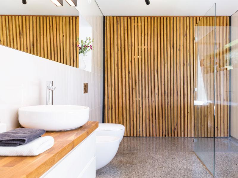Bathroom Renovating: Decorating Coastal Style